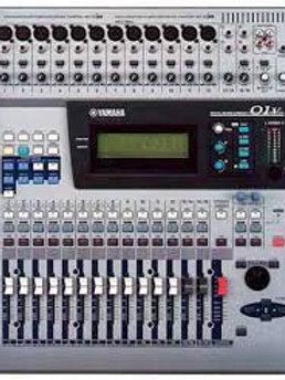 Location Yamaha 01 V