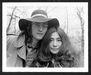 John Lennon & Yoko Ono - Floppy Hat Central Park. NYC, 1973