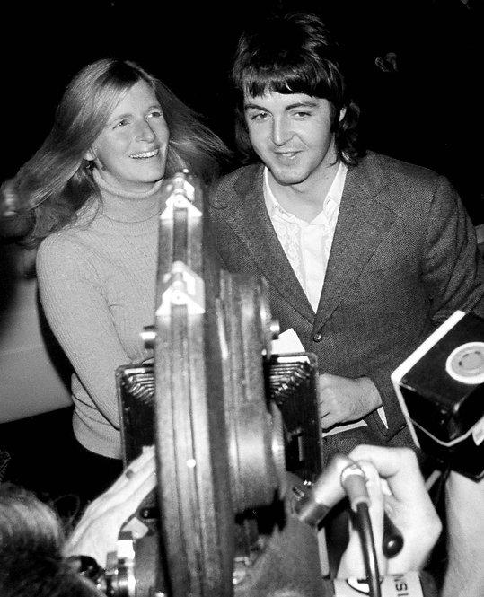 Linda Mc Cartney and Paul Mc Cartney , Midnight Cowboy premiere. 1969