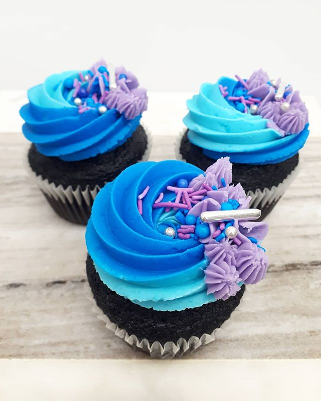PARTY CUPCAKES_•_Shades of blue with a l