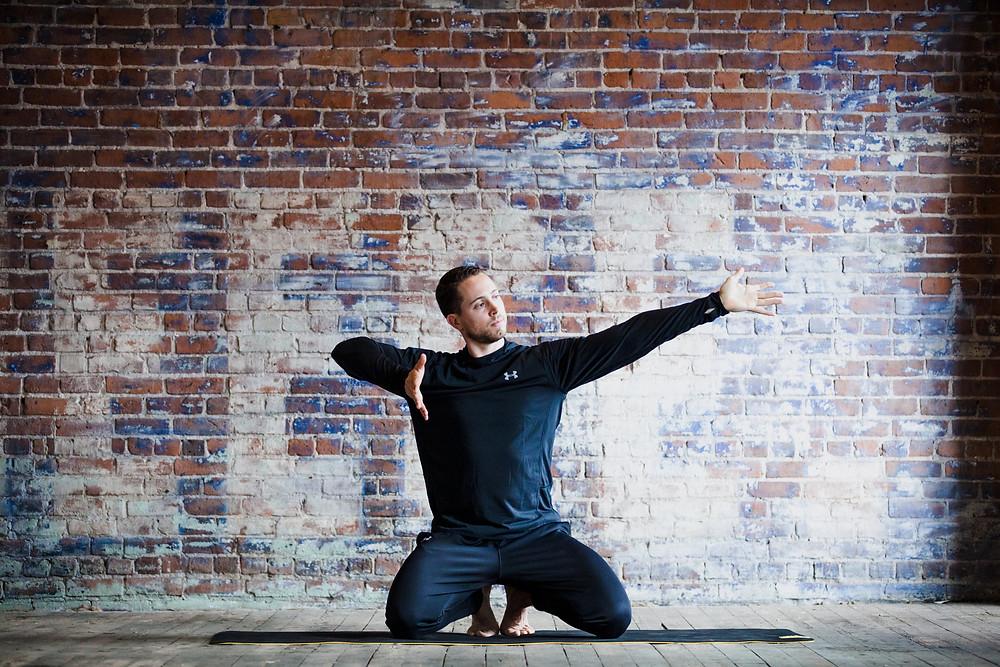 Étirement postural global de la clavicule médiale proximale