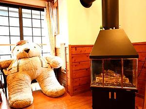 暖炉とマスコット