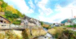 湯布院から20分。清流「花合野川」のせせらぎが心地よい