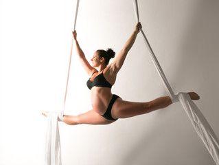 Flying through pregnancy - An aerialists encounter.