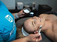 Spa facial, applying mask