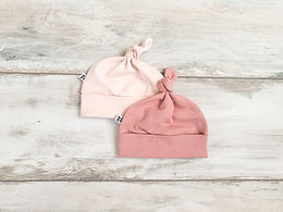 2 Rozā cepurītes ar mezgliņu
