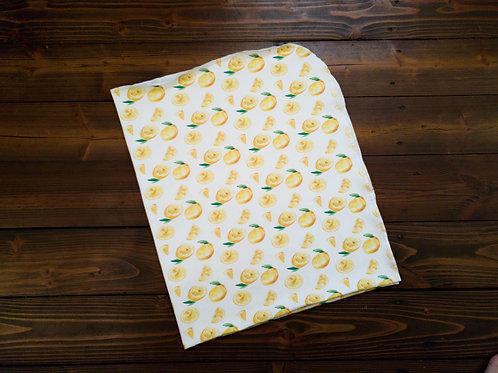 Svaigu citronu dizaina sedziņa vai sedziņa un cepurīte