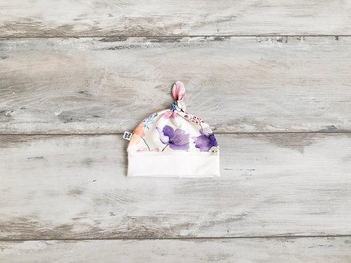 Cepurīte ar savvaļas ziedu rakstu ar mezgliņu