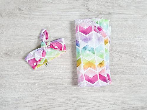 Sedziņa vai sedziņa un matu lenta ar krāsainu varavīksnes rakstu