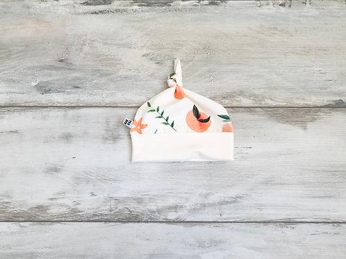 Cepurīte ar  mezgliņu ar persiku dizainu