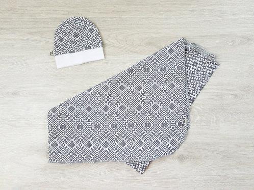 Pelēka Latviska raksta mazuļa sedziņa vai sedziņa un cepurīte bez vārda