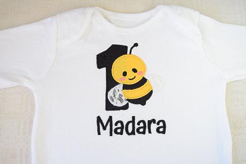 Personalizēts bodijs ar bitīti, ciparu un bērna vārdu