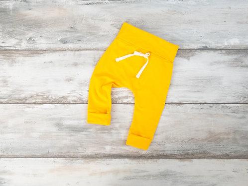 Dzeltenas bikses ar dekoratīvām aukliņām