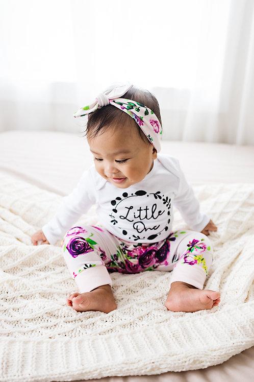 Komplekts ar violetu rožu motīviem, legingi, bodijs un matu lenta vai cepure