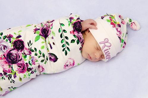 Sedziņa un personalizēta cepurīte ar violetu rožu motīviem