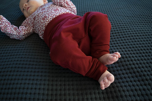 Bordo bikses ar atlokāmām jostas un kāju manžetēm