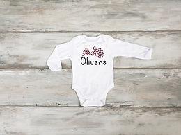 """Apdrukāts Bodijs """"Latvija"""" ar bērna vārdu un stilizētu Latvijas kontūru"""