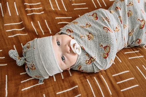 Sedziņa vai sedziņa un cepurīte ar lapsiņu dizainu