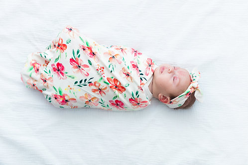 Sedziņa,sedziņa un matu lenta vai sedziņa un cepurīte ar rozā ziedu motīviem