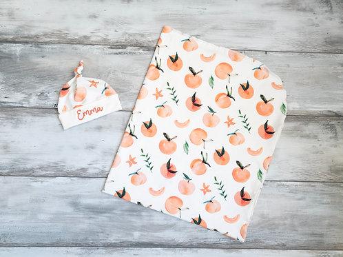 Sedziņa un personalizēta cepurīte ar persiku dizainu