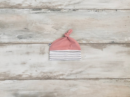 Rozā strīpaina cepurīte ar mezgliņu