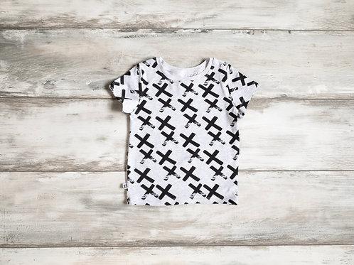 Pelēks T-krekls ar krustiņu dizainu