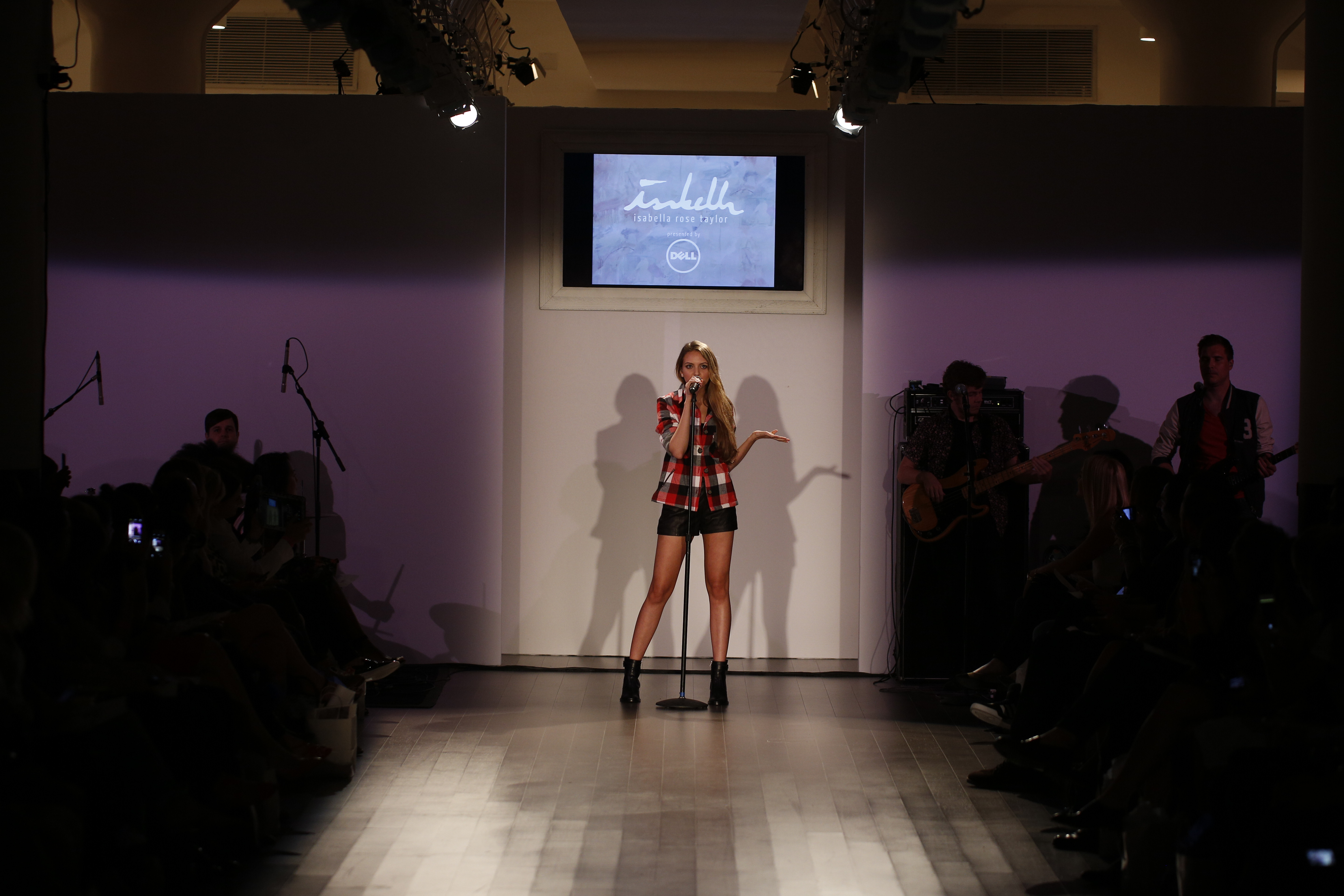 05_Olivia Somerlyn performing her single at the Isabella Rose Taylor show