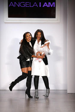 01_Angela and Vanessa Simmons take a final bow at Angelas Back to Basics show