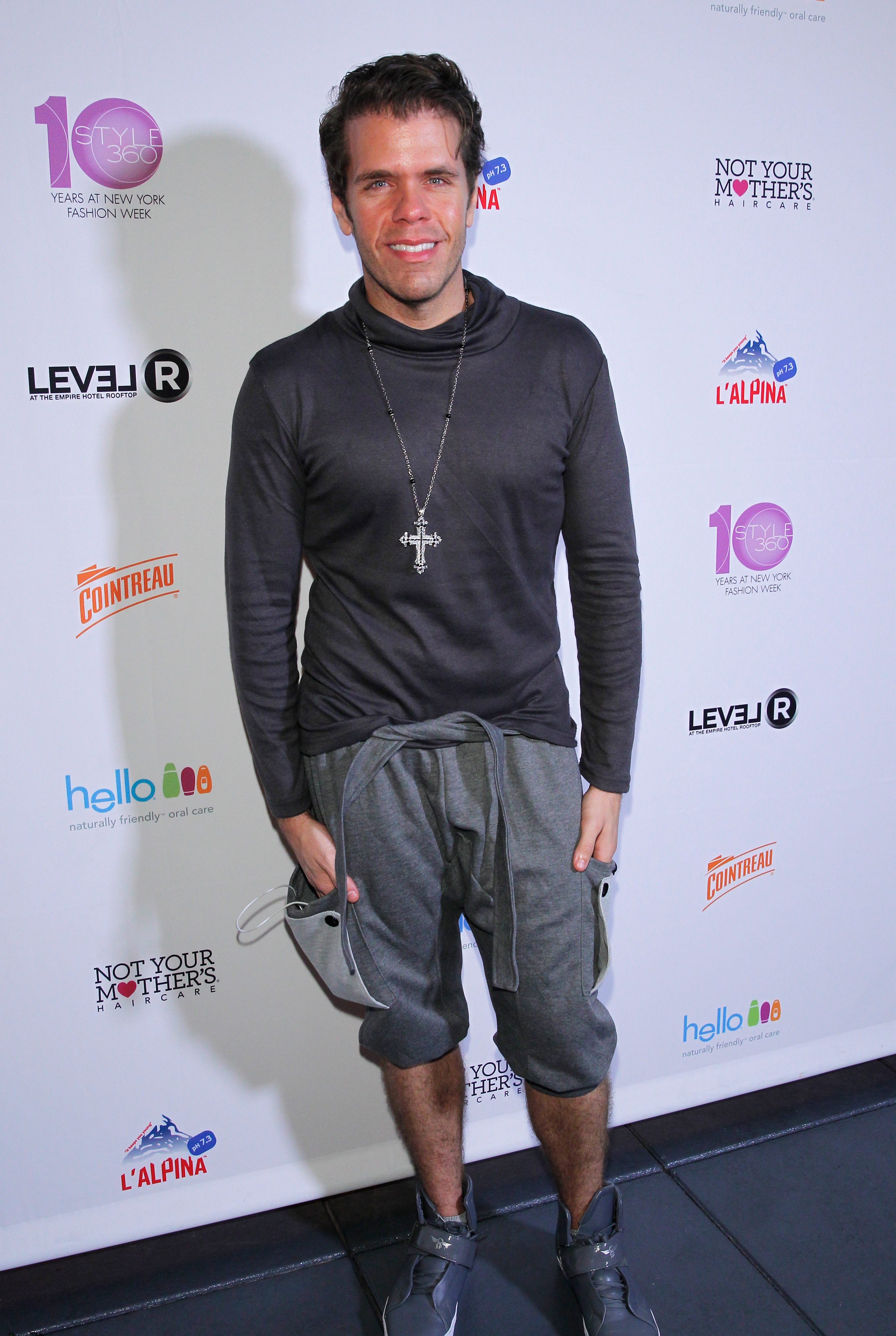 18_Celebrity Blogger Perez Hilton on the red carpet at STYLE360