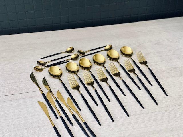 Set Cubiertos dorados negro 24 piezas