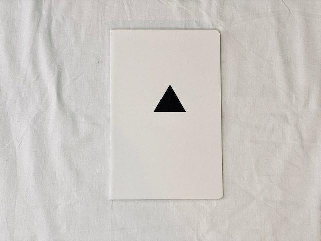 Libreta B&W triángulo