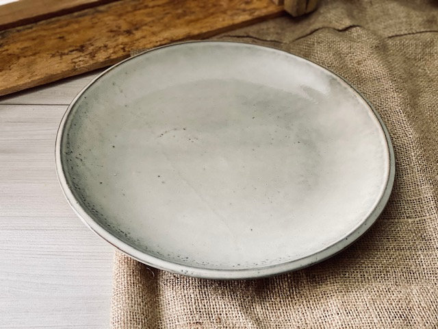 Plato fuente gris rústico