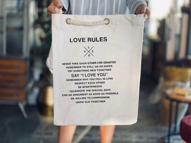 Bolsa Love rules blanca cordón