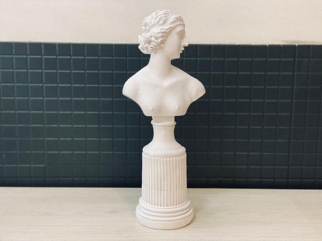Busto pedestal mujer romana