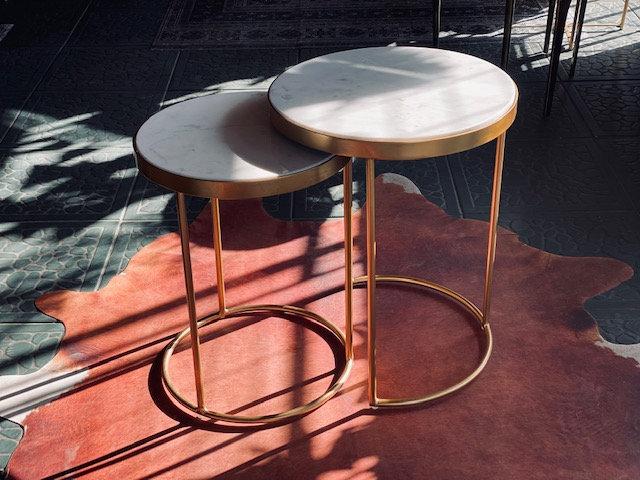 Set mesas mármol blanco dorado