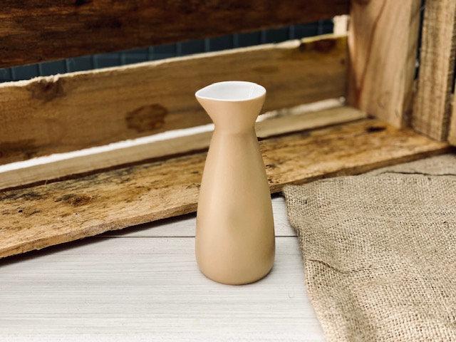 Mini jarro sake mostaza deslavado