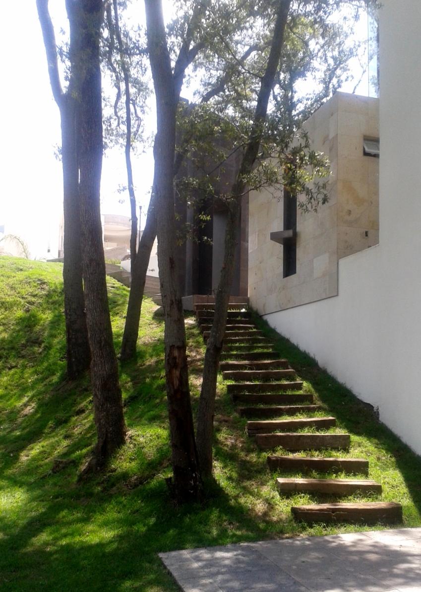130806_Escalera_jardín