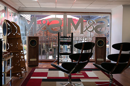 Home audio high end audio listening room