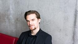 Simon Hegele - Bass