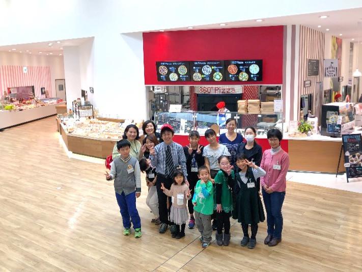 協力開催「子ども向け食育イベントinご当地スーパー」参加者と渡会社長と当協会菅原理事長