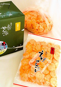 亀本  亀本製は、県内のスーパー「松源」一部店舗などで購入可能。220グラム300円、贈答用700グラム1千円(税別参考価格)
