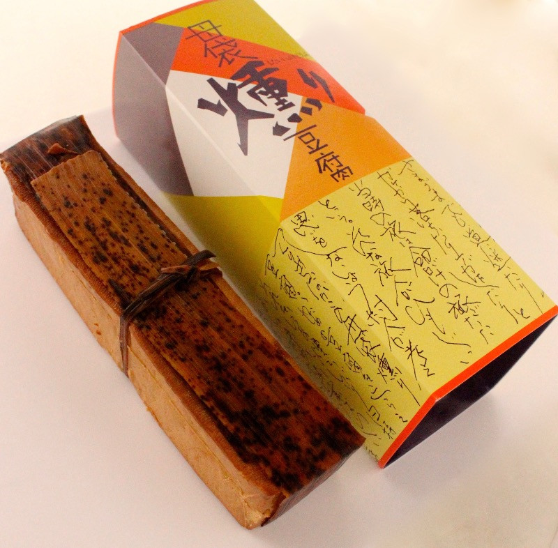 まるでチーズ!? 母袋工房の母袋燻り豆腐 840円/大和ストアー