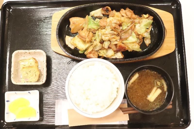 ご当地食の鶏(けい)ちゃん定食 840円/やえがき