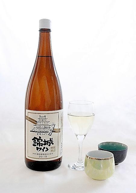 錦城ワイン 錦城葡萄酒 県内の一部スーパーと酒屋で取り扱いあり。1.8リットル入り2300円(税別参考価格)