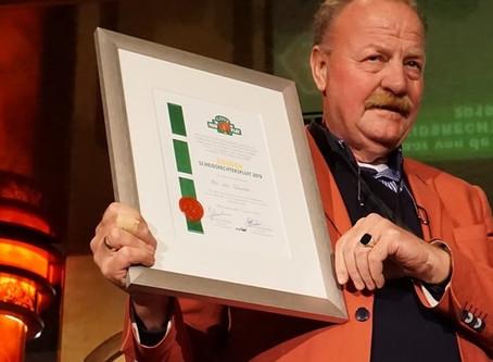 Ab van Buuren krijgt AXIWI Gouden scheidsrechtersfluit