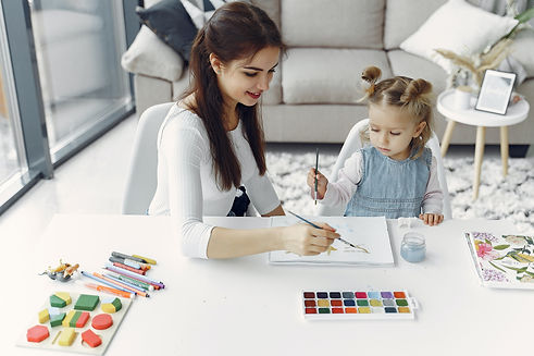 painting-with-family-3985014.jpg