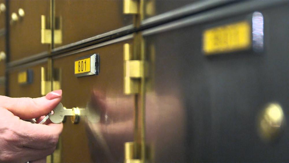 Jangan simpan barang-barang ini di safe deposit box
