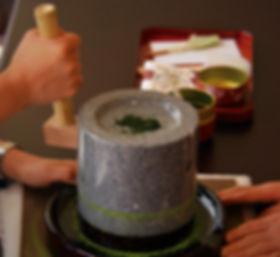 体験1:挽き茶体験_edited.jpg