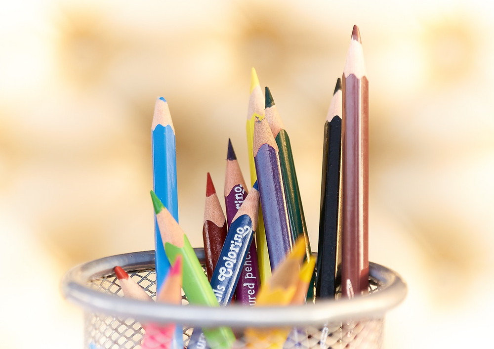 "<img src=""crayola.jpg"" alt=""colorful color pencils inside of a pencil holder"">"