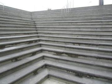 Tondiraba Jäähalli peatrepi astmeplaadid